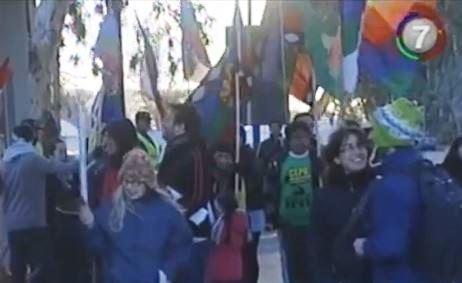 Captura mapuche se manifiestan contra el fraking en neuquen