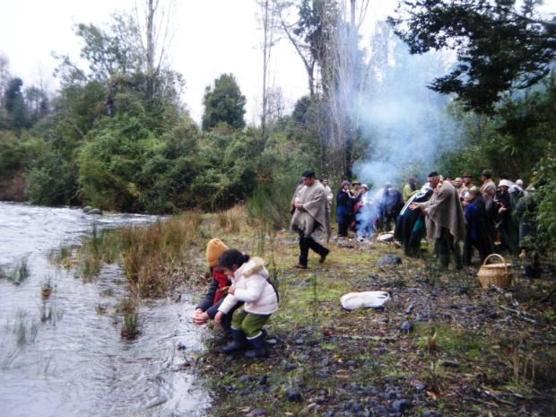 Comunidades Mapuche Conmemoran el Año Nuevo a Orillas del Río Melilawén
